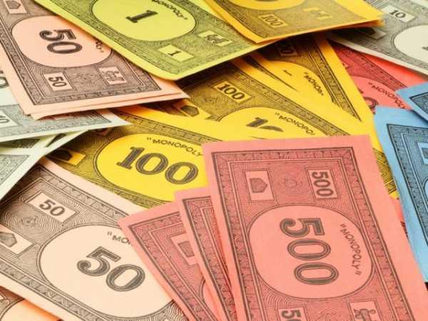 сколько раздается денег в монополии в начале игры